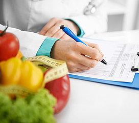 Jak samodzielnie ułożyć dietę obniżającą poziom cholesterolu? Praktyczny poradnik