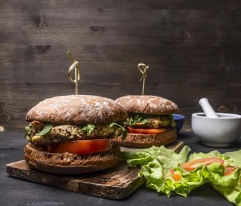 Dietetyczny burger indyczy z awokado