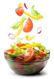 5 przepisów na proste sałatki, które urozamicą Twoją dietę