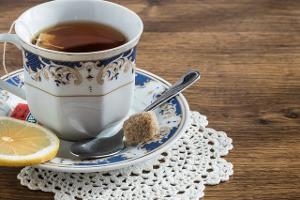 Słodzenie ciepłych napojów